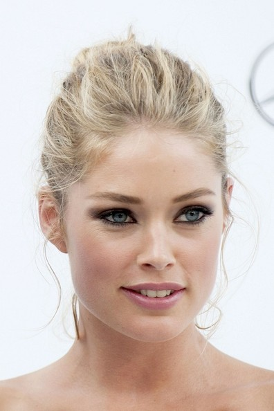 More Pics of Doutzen Kroes Classic Bun (1 of 4) - Doutzen Kroes Lookbook - StyleBistro