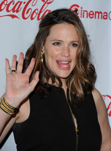 More Pics of Jennifer Garner Little Black Dress (1 of 23) - Jennifer Garner Lookbook - StyleBistro
