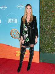 Heidi Klum complemented her dress with black thigh-high velvet boots by Stella Luna.