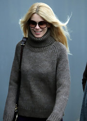 Claudia Schiffer looked casual and chic as ever in oversize round sunglasses.
