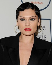 Jessie J attended Clive Davis' pre-Grammy gala wearing a '20s-chic finger-wave 'do.