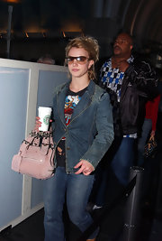 Britney's shield sunglasses hve a brown fading lens wih a gold trim. They are a popular style for any occasion.