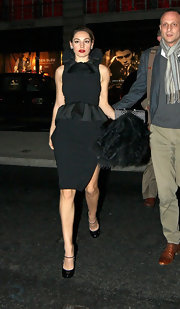 Kelly Brook topped off her Moschino frock with patent leather black pumps.