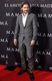 Nikolaj Coster-Waldau wore a classic two-button suit to the premiere of 'Mama'in Madrid.