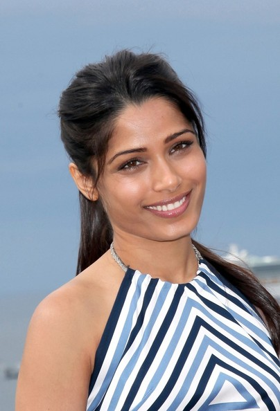 More Pics of Freida Pinto Neutral Eyeshadow (1 of 10) - Freida Pinto Lookbook - StyleBistro