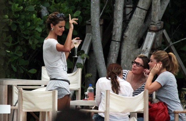 Alessandra Ambrosio and Doutzen Kroes Get Lunch