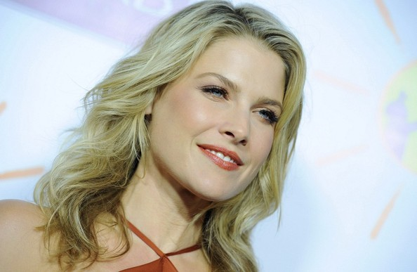 More Pics of Ali Larter Medium Wavy Cut (4 of 11) - Ali Larter Lookbook - StyleBistro