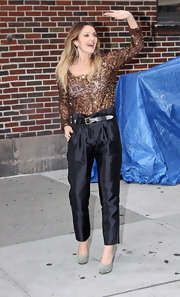 Drew paired her bronzed sequin top with sleek high-waisted pants.