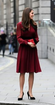 Kate looked lovely in red at the unveiling of her portrait at the National Portrait Gallery in London.