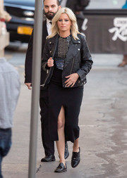 Elizabeth Banks topped off her edgy look with a leather moto jacket.