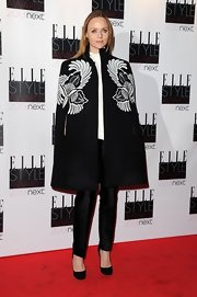 Stella McCartney kept her outfit simple in order to play up her floral print cape at the Elle Style Awards.
