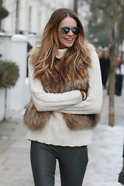 Supermodel Elle MacPherson hit the streets in a pair of always classic silver aviators.