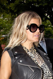 Fergie capped off her stylish street wear with a pair of dramatic round black Baroque sunglasses.