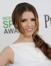Anna Kendrick attended the Film Independent Spirit Awards wearing her hair in a red carpet-worthy ponytail.