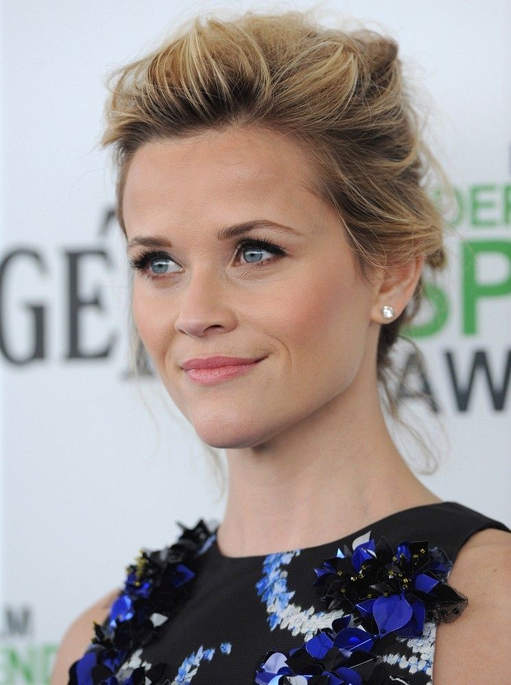 More Pics Of Reese Witherspoon Messy Updo 5 Of 16 Reese