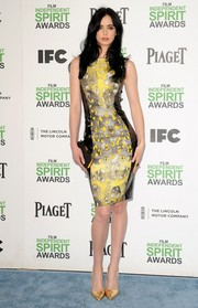 Krysten Ritter finished off her ensemble with a classic black satin clutch by Tyler Alexandria.