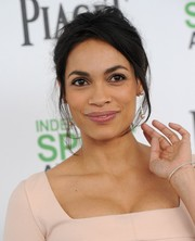 Rosario Dawson oozed sex appeal with her messy updo at the Film Independent Spirit Awards.