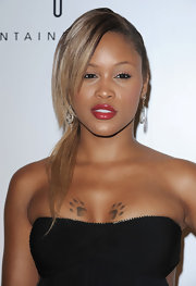 Eve looked glam at the Fontainebleau Miami Beach grand opening with her side sweep and teased bangs.