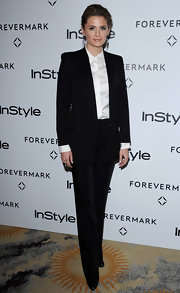 Stana Katic looked all business in a well-tailored collarless tux.