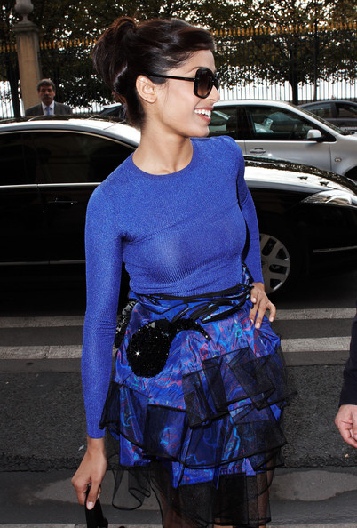 More Pics of Freida Pinto Oversized Sunglasses (1 of 4) - Freida Pinto Lookbook - StyleBistro