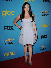 Jenna paired her strapless dress with suede grey pumps while attending the 'Glee' premiere.
