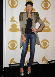 Monica wore her hair in a short pixie cut for the Grammy Noms concert.