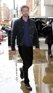 Gerard Butler kept his daytime look cool and manly with a rugged zip-up jacket.