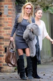 Geri Halliwell mixed neutrals, pairing a gray sweater dress with a brown woven tote.