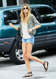 Gisele kept her look casual with black gladiator-inspired sandals.
