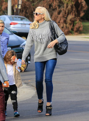 Gwen Stefani paired her sweater with sexy skinny jeans.