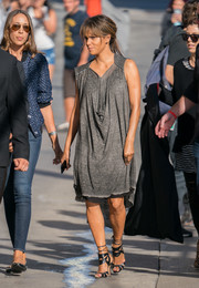 Halle Berry punched up her casual dress with a pair of black multi-strap sandals.