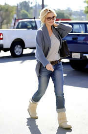 Katherine Heigl looked comfortable yet cut in a dusky blue open front cardigan and cuffed jeans.