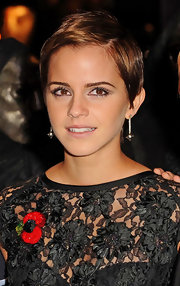Emma Watson was shining at the London premiere of 'Harry Potter and the Deathly Hallows'. Her lovely dangling diamond earrings added to the all the brilliance.