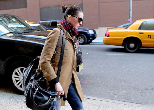 More Pics of Anne Hathaway Patterned Scarf (1 of 5) - Anne Hathaway Lookbook - StyleBistro