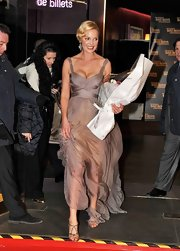 Katherine Heigl topped off her chiffon gown with pewter Swarovski crystal sandals.