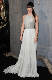 Evangeline Lilly looked bewitching at the premiere of 'The Hobbit: The Desolation of Smaug' in a flowing gray Catherine Deane gown with an embellished bodice.