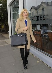 Holly Willoughby opted for a classic black tote as her carryall of choice.