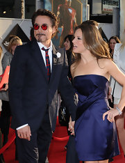 Susan Downey went for simple sophistication at the 'Iron Man 2' premiere with a strapless navy dress featuring waist detailing.