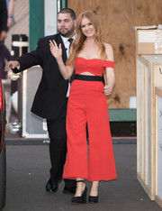Isla Fisher chose a pair of chunky platform pumps to finish off her outfit.