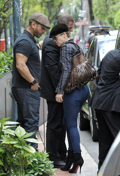 More Pics of Jennifer Lopez Newsboy Cap (1 of 9) - Jennifer Lopez Lookbook - StyleBistro