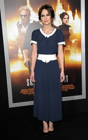 Keira Knightley went for a demure look in this navy Chanel dress with bow detailing at the LA premiere of 'Jack Ryan: Shadow Recruit.'