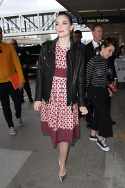Jaime King went for a tough-chic finish with a black leather jacket.