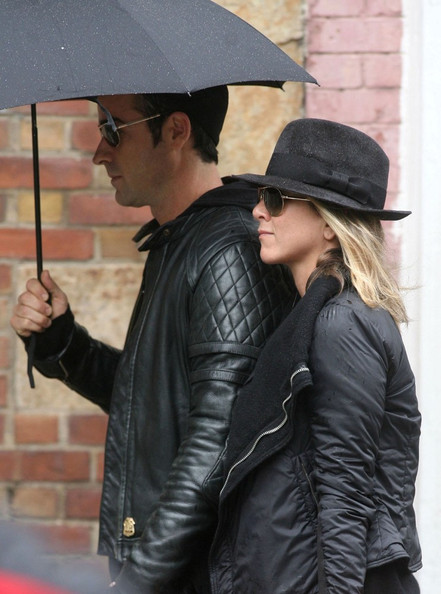 More Pics of Jennifer Aniston Aviator Sunglasses (1 of 25) - Jennifer Aniston Lookbook - StyleBistro