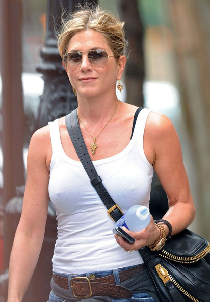 More Pics of Jennifer Aniston Aviator Sunglasses (1 of 10) - Aviator Sunglasses Lookbook - StyleBistro