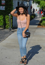 Jenna Dewan-Tatum pulled her look together with strappy black sandals.