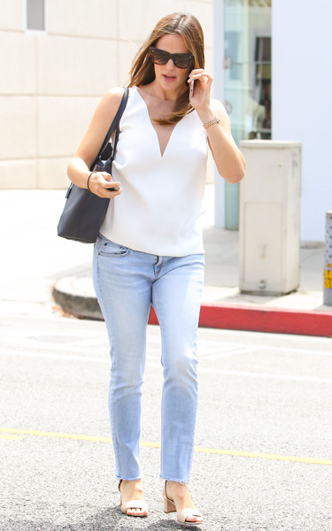 8108d6a7dd More Pics of Jennifer Garner Wayfarer Sunglasses (28 of 32) - Jennifer  Garner Lookbook - StyleBistro