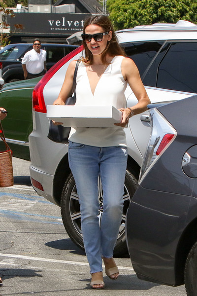 2805e001fc More Pics of Jennifer Garner Wayfarer Sunglasses (21 of 32) - Jennifer  Garner Lookbook - StyleBistro