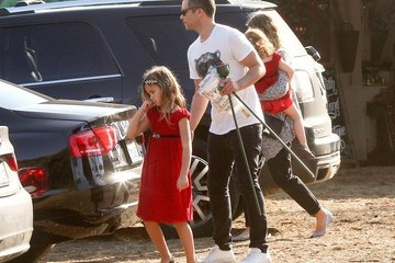 Jessica Alba Cash Warren Jessica Alba and Family Get a Christmas Tree
