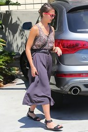Jessica Alba's strappy flat sandals were the perfect pair for this stylish mommy on-the-go.
