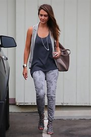Jessica Alba looked pretty in print, heading to work in grey floral Current/Elliott Stiletto skinny jeans.